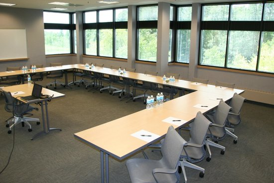 Oak Ridge Hotel and Conference Center: Natural light in every conference room