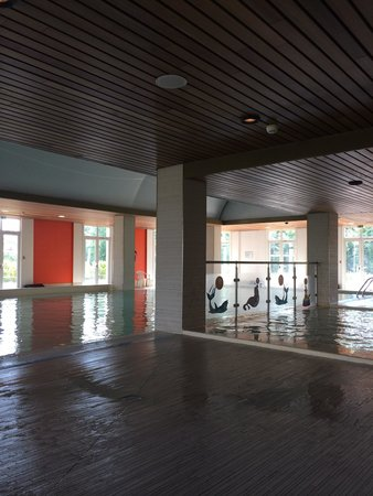 Vienna House Magic Circus Paris : Swimming pool