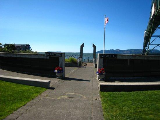 Maritime Memorial : Memorial and bridge