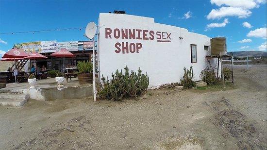 Ronnie's Sex Shop: L'extérieur