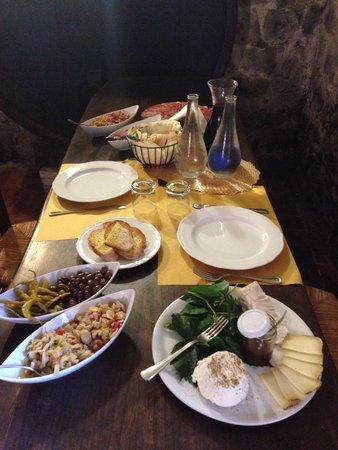 Fattoria San Donato : Degustazione formula C 15€ a persona! 2 bottiglie di vino e due caraffe! Più cantucci e vin sant