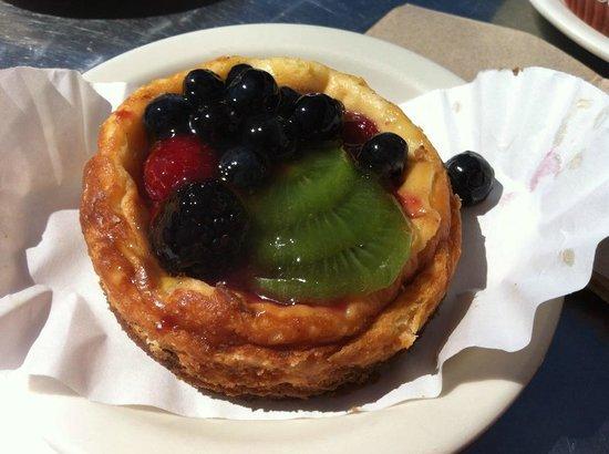 La Mie Bakery: Fruit Cheesecake