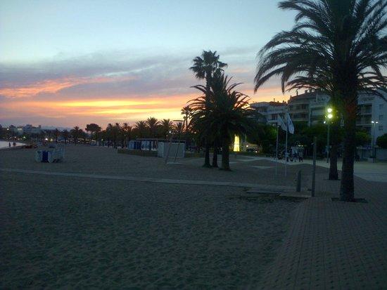 Hotel Mediterraneo Park and Hotel Mediterraneo: Sunset in Roses