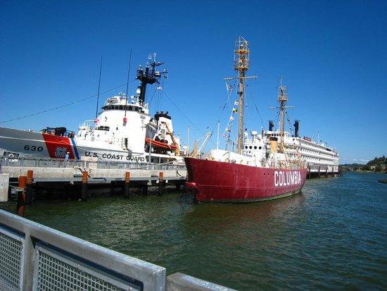 Lightship Columbia : Coast guard and lightship
