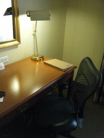 Hilton Garden Inn Montreal Airport : Desk, Lamp, Chair & desk level outlets