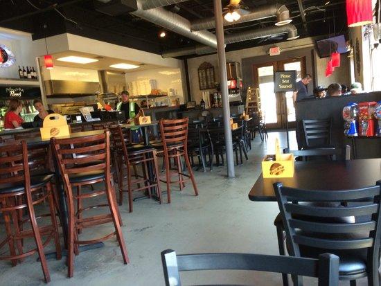 Pisano's New York Style Pizzeria and Italian Kitchen : The interior.