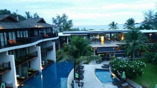 Holiday Inn Resort Krabi Ao Nang Beach : View of pool from room
