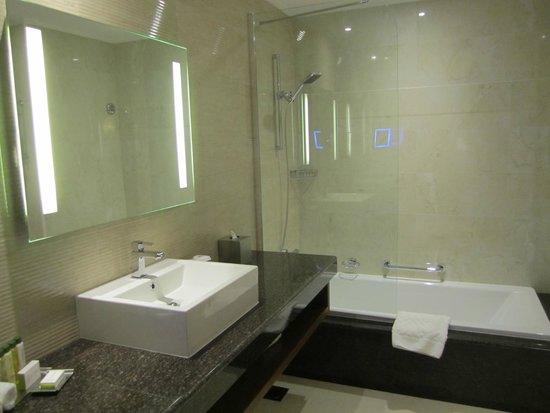 DoubleTree by Hilton Resort & Spa Marjan Island: bagno