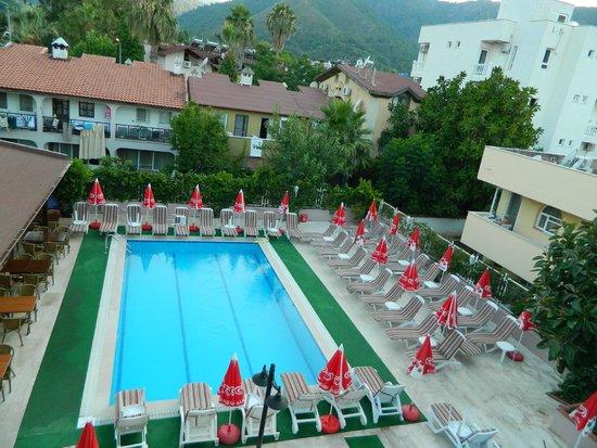 Hotel Bonjour: Pool