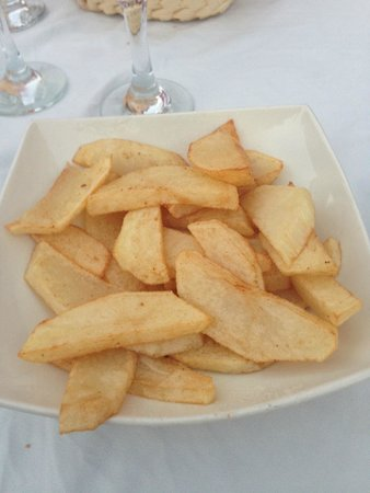 Luna Blue Lounge Bar: The BEST hand cut home made chips