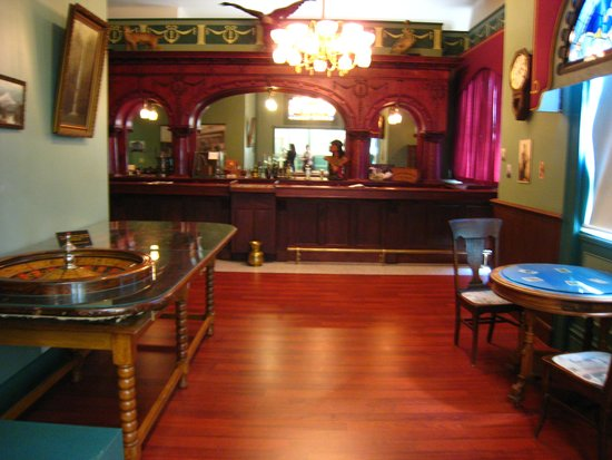 Heritage Museum: Bar back exhibit
