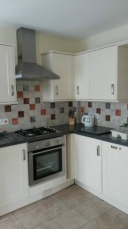 Lindale Holiday Park : well equipped kitchen
