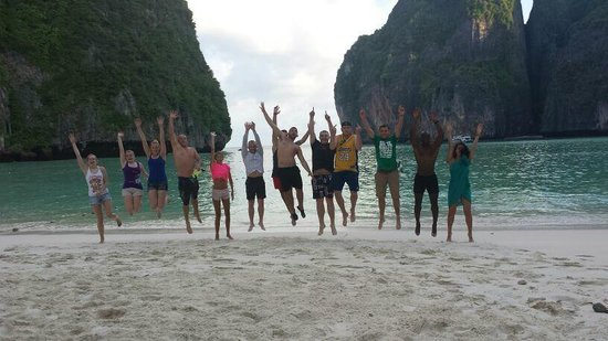 Phi Phi Islands: Our Party in the morning at Maya Bay