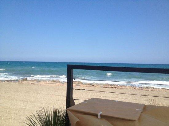 Marina Rey Apartamentos : resraurante a pie de playa