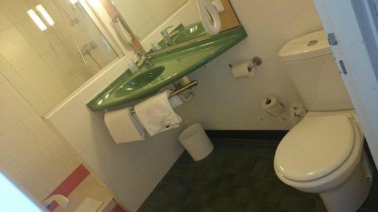 Ibis Annemasse : salle de bains