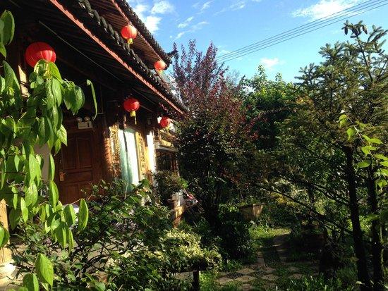 The Bruce Chalet: Blå himmel och grön trådgård