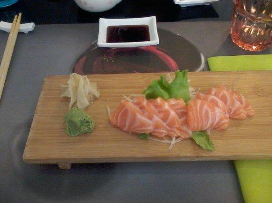Sakuragi: Sashimi Salmone, concesso una sola volta a pranzo.