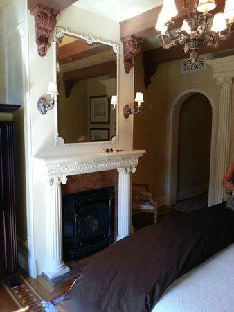 Ledson Hotel: Fire Place