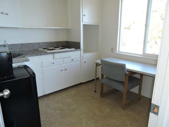 Lake Marina Inn: the kitchen had no tools to use