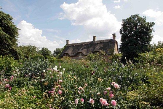 Hidcote Manor Garden: pretty cottages and wild gardens
