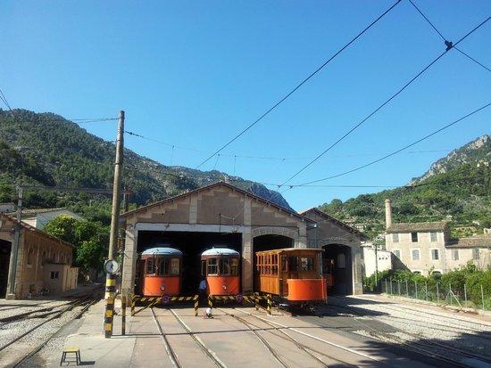 Tranvía de Sóller: tram station beside train station