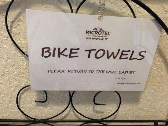 Microtel Inn & Suites by Wyndham Robbinsville: Bike Towels!  :-)
