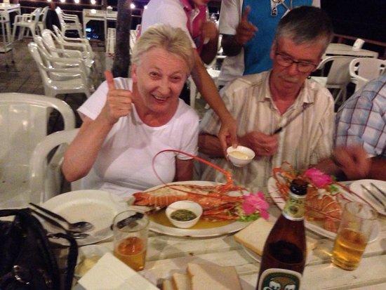 Laem Hin Seafood: อาหารดีบริการแย่
