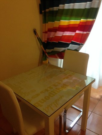 QuodLibet: Dining Table