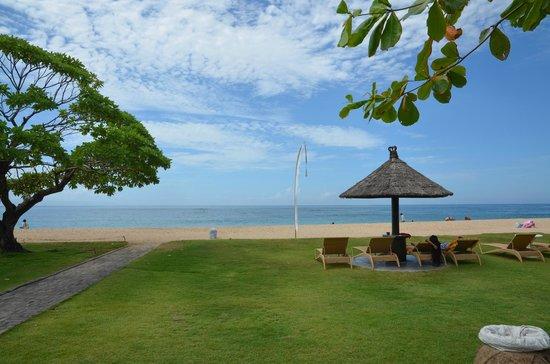 Ayodya Resort Bali : the resort beach area