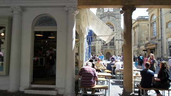 Jacob's Coffee House: Mesas de fora