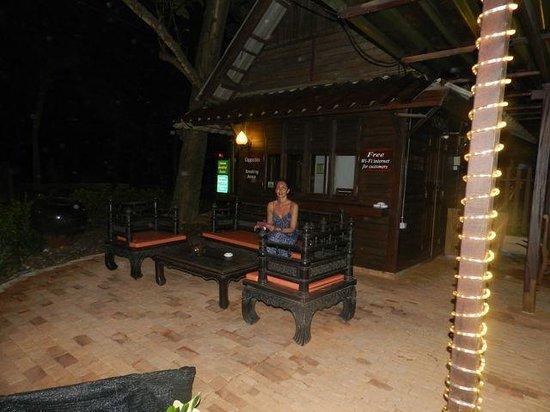 Rabbit Resort: The smoking area between the dinning area and beach