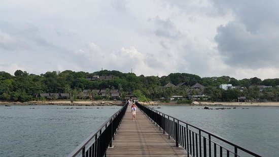 Turi Beach Resort : Long jetty walk