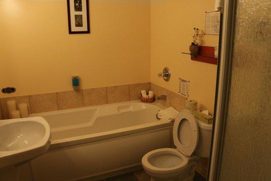 L'Autre Jardin: salle de bain baignoire et douche séparées