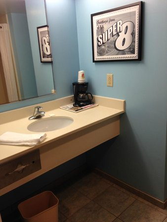 Super 8 Mount Laurel: Love the blue! Felt like home.