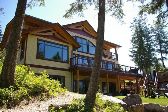 Le Beausoleil Bed and Breakfast: Facing the valley
