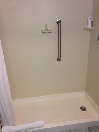Super 8 Mount Laurel: Nice, big shower