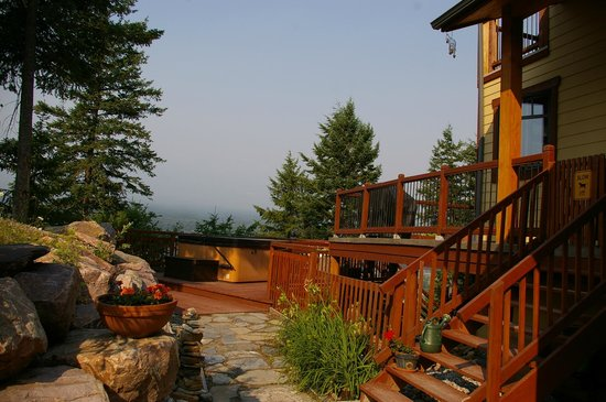 Le Beausoleil Bed and Breakfast: Hot Tub view