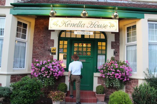 Kenella House: entrance