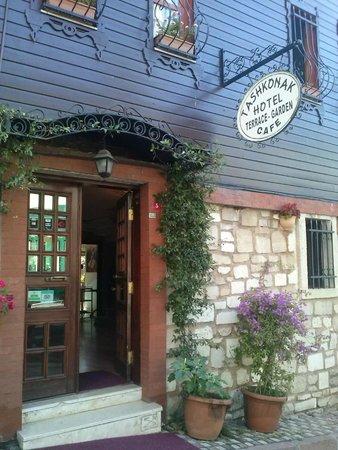 Tashkonak Hotel: Entrance
