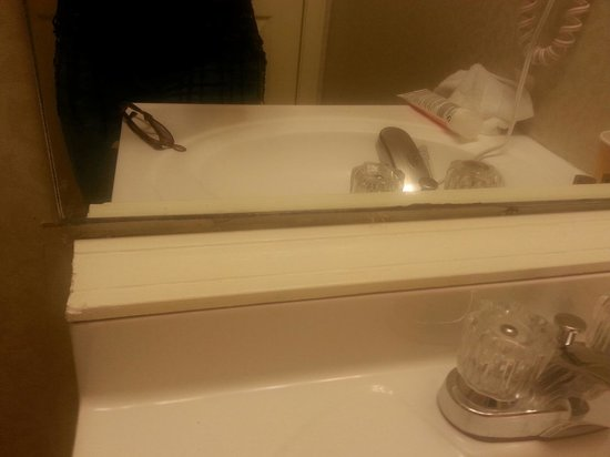 Regency Inn and Suites West Springfield : Window molding used to cover huge hole between mirror and sink