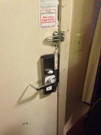 Key Inn Saint Paul - Woodbury: You could see where people had tried to break in or out of the room!!