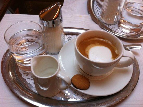 Best Western Premier Kaiserhof Wien: Koffie in de bar