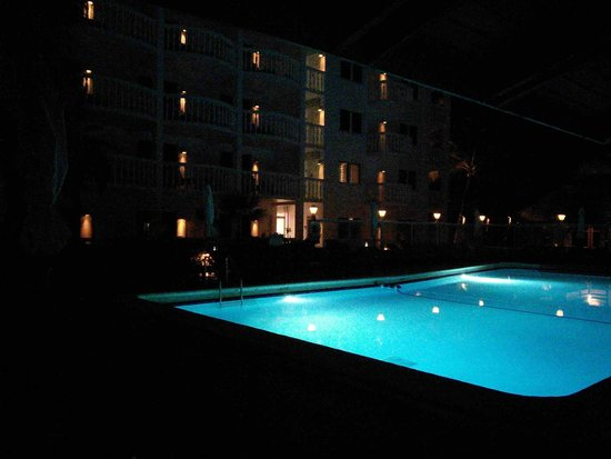 Beachcomber Resort and Villas: Pool at night