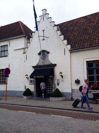 NH Brugge: Front of hotel