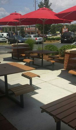 Wendy's : Outside Seating