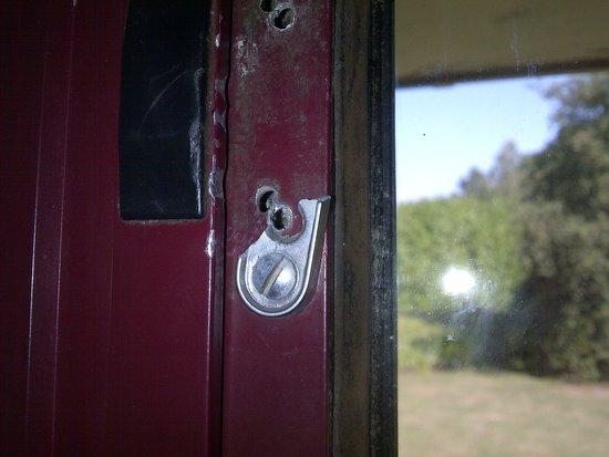 BEST WESTERN Brook Hotel Norwich: Broken window latch