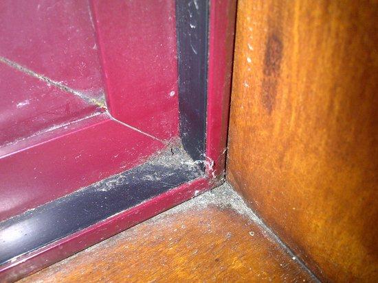 BEST WESTERN Brook Hotel Norwich: Dirty window sill