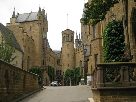 Castle of Hohenzollern: Burg Hohenzollern - inside the castle courtyard