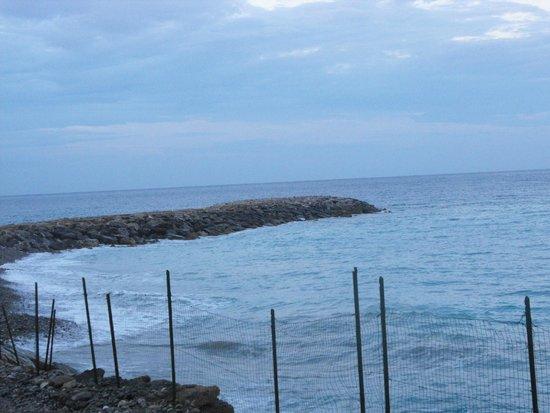 Angolo di Sogno: panorama spiaggia pietre