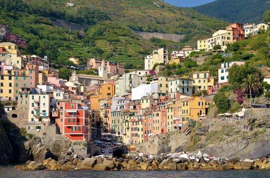 Vento di Mare : View of Riomaggiore from the water.